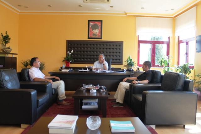 Türkiye Çevre Egitim Vakfı (TÜRÇEV) yetkilileri İl Müdürümüz Sayın Yaşar GÜVENÇ e makamında nezaket ziyaretinde bulunmuşlardır.