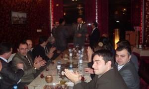 Mehmet KÖROGLU Düzelenen Veda Yemeği