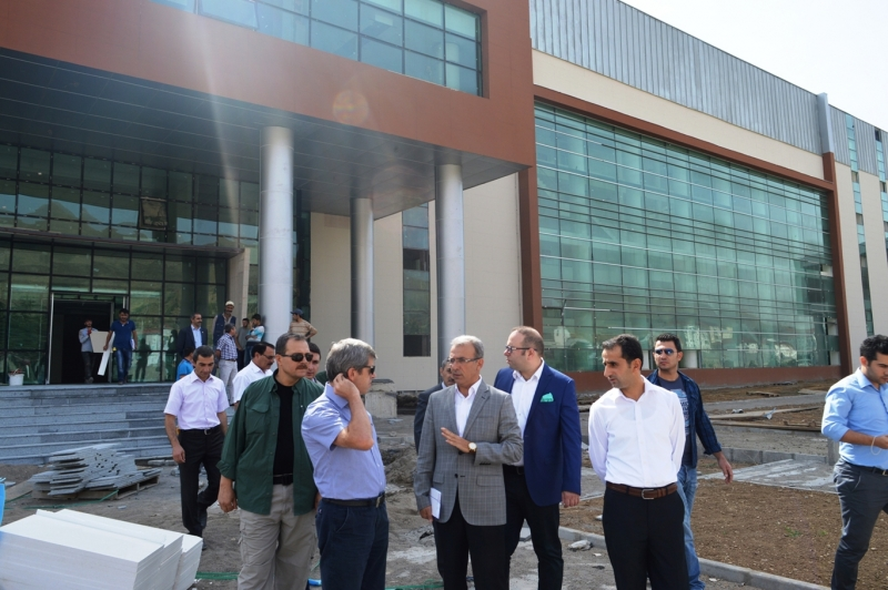 Bitlis Valisi Ahmet ÇINAR yeni Hükümet Konağı binasında incelemelerde bulundu.