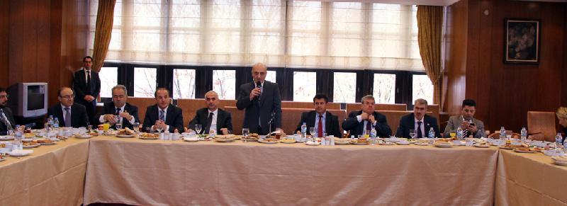 Bakan Bayraktar Çevre Komisyonu Üyeleri ile bir araya geldi
