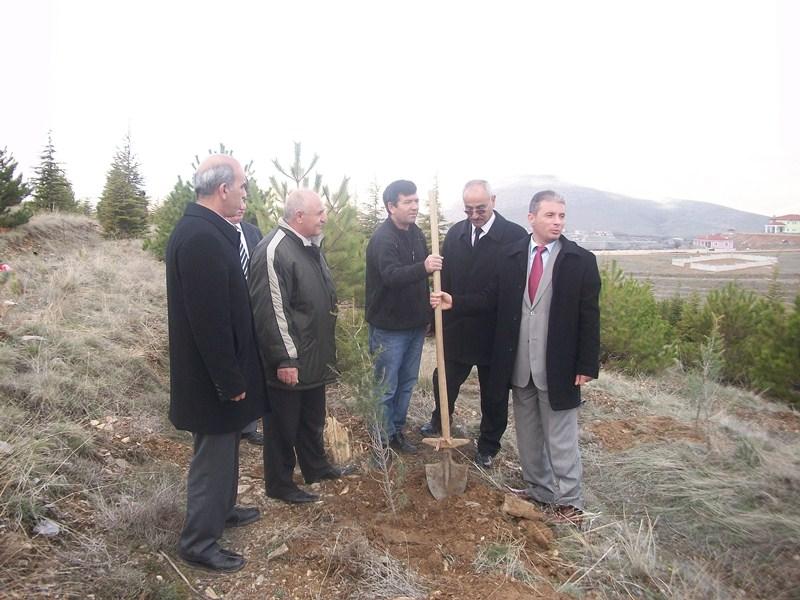 Çevre ve Şehircilik İl Müdürlüğü Hatıra Ormanımıza fidan dikimi yapıldı.