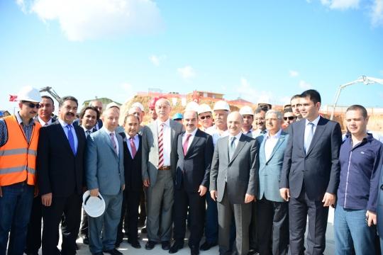 Çamlıca Tepesi'ne İnşa Edilecek Caminin Temeli, Çevre ve Şehircilik Bakanı Bayraktar'ın da Katılımıyla Dualar Eşliğinde Atıldı