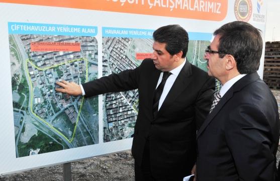 Bakan Güllüce Esenler'de Kentsel Dönüşüm Çalışmalarını İnceledi
