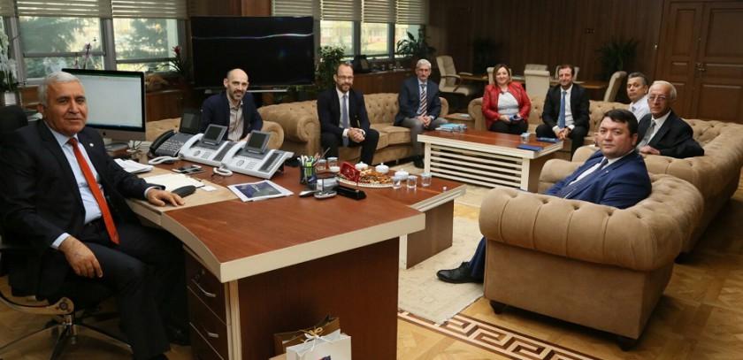 Başkanımız Sn. İsmail Raci BAYER, ASKİ Genel Müdürü Sayın Prof.Dr. Cumali KINACI'yı makamında ziyaret etti.
