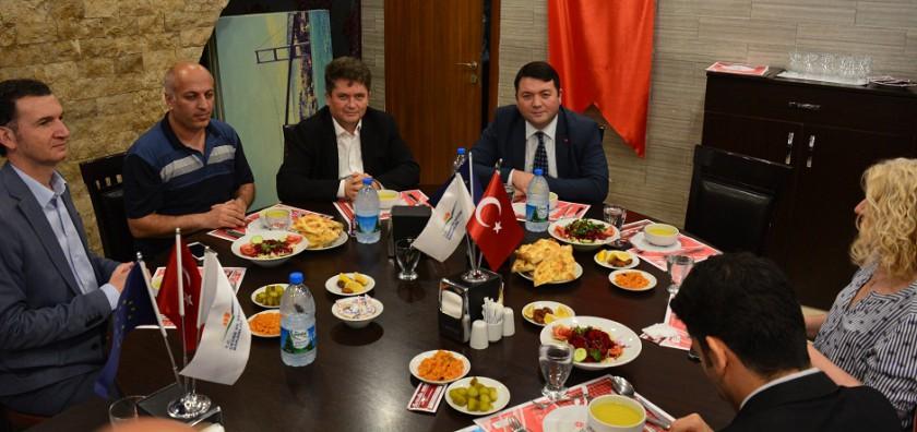 Başkanlığımız personeli aileleri ile birlikte Başkanımız Sn. İsmail Raci BAYER tarafından verilen iftar yemeğinde bir araya geldi.