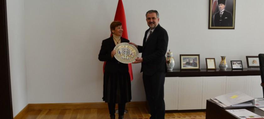 Alman Uluslararası İşbirliği Kurumu (GIZ) Türkiye Koordinatörü Rubeena Esmail-Arndt, Çevre ve Şehircilik Bakan Yardımcısı Sayın Prof. Dr. Mehmet Emin BİRPINAR'a nezaket ziyaretinde bulundu.