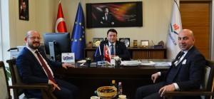Niksar Belediye Başkanı Sn. Özdilek ÖZCAN ve Etüt Proje Müdürü Sn. Danişmend Hüseyin ŞAHİN, Başkanımız Sn. İsmail Raci BAYER'i makamında ziyaret etti.
