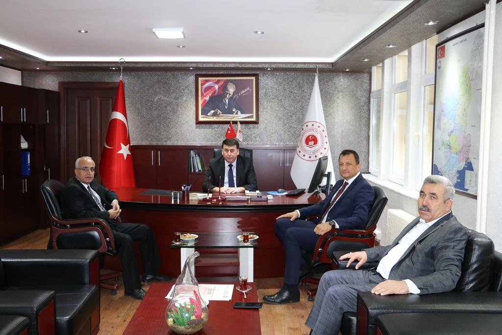 Bilim, Sanayi ve Teknoloji İl Müdürü Remzi ÖZDOĞAN ile Büyükşehir Belediyesi Meclis Üyeleri Hasan DÖNMEZ ve Ali COŞKUN'dan hayırlı olsun ziyareti