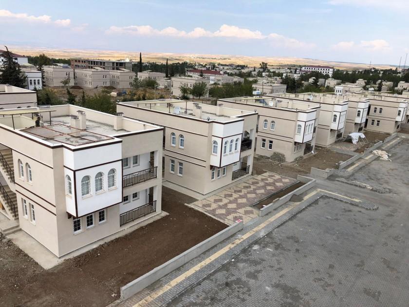 Adıyaman'ın Samsat ilçesinde depremzede vatandaşlar için hayata geçirilen konutlar tamamlandı.
