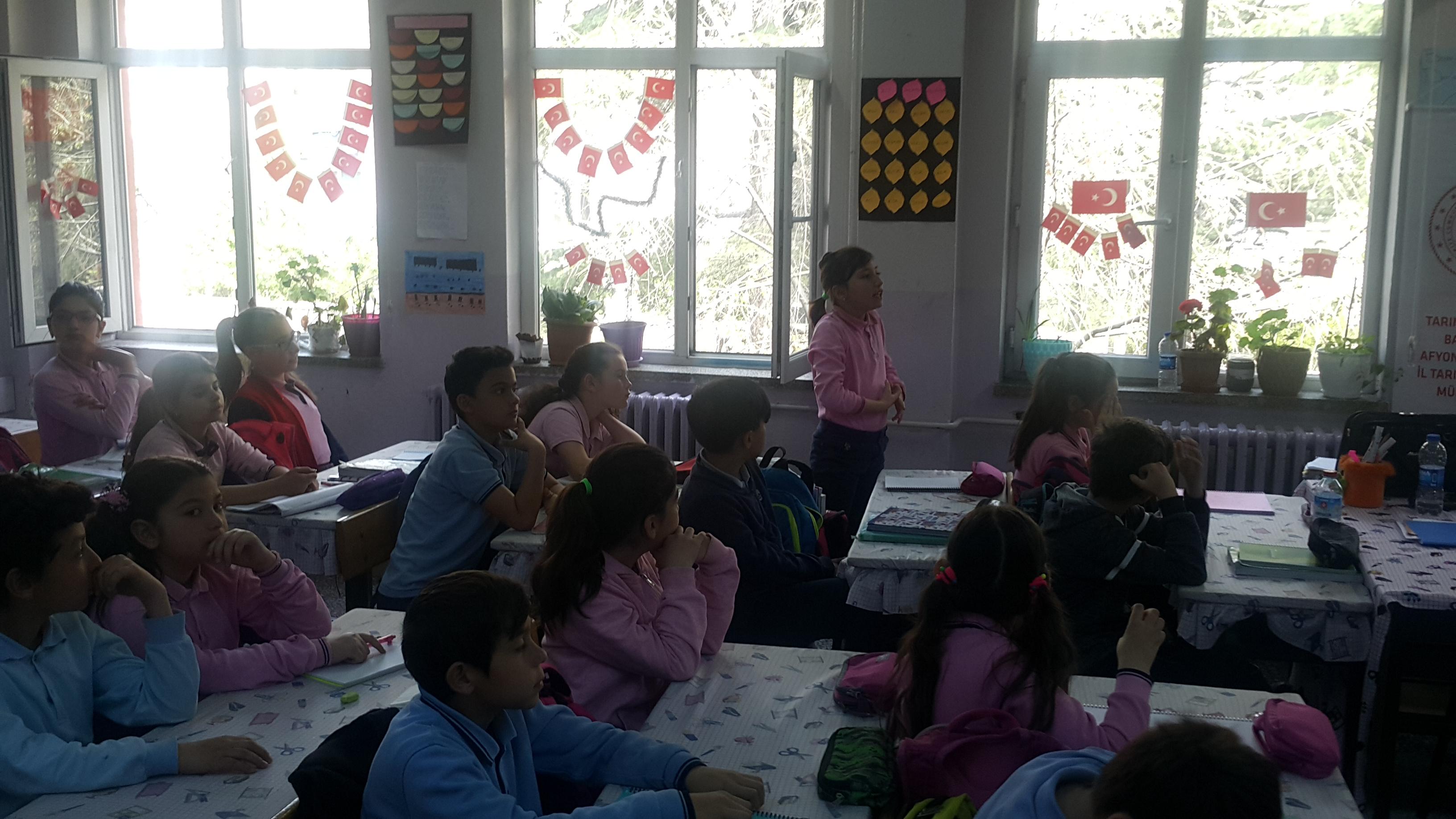 """""""Lider Çocuk Tapım Kampı"""" etkinlikleri kapsamında """"Sıfır Atık Projesi"""" konulu eğitim."""