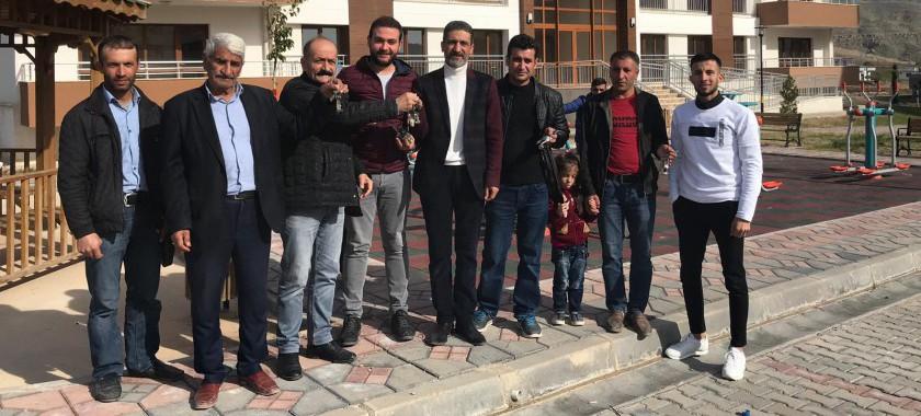 Cizre'de Bakanlığımızca Yapımı Tamamlanan Konutların Hak Sahibi Ailelere Anahtar Teslimleri Yapılıyor.