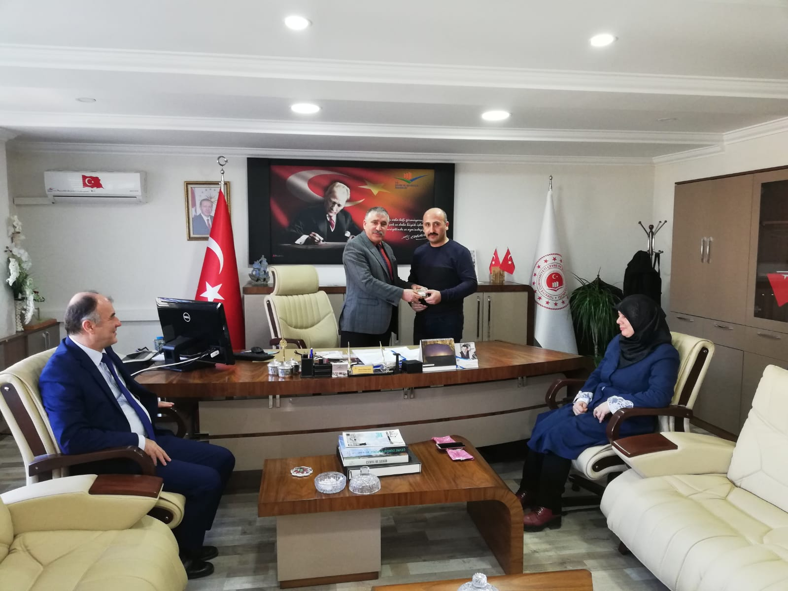 Müdürlüğümüzde Görev Yapan Ve Yeni Çocuk Sahibi Olan Personellerimize Hediyeleri İl Müdürümüz Ahmet Özkan KAYA' Tarafından Verildi.