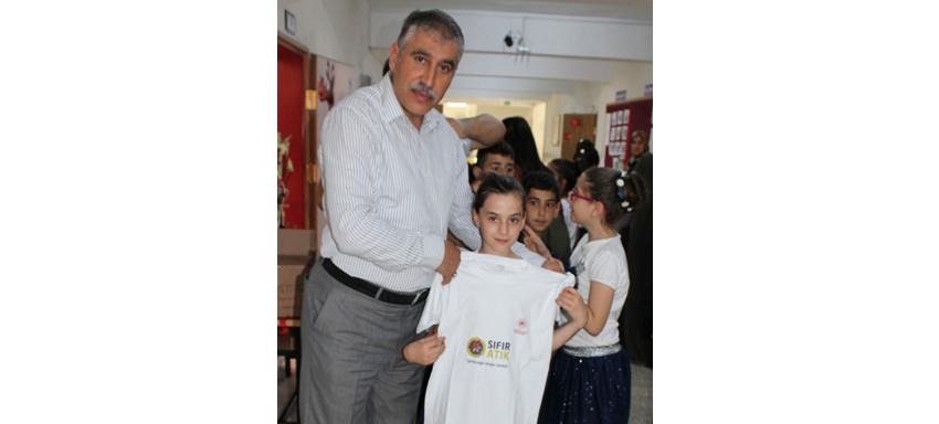 """Apturrahman  Kamil İlkokulu 3. Öğretmen Meral KAYA'nın   Yıl Boyunca """"Sıfır Atık"""" Temalı Sergisi Açıldı."""