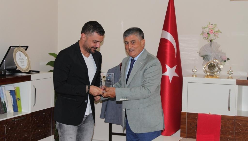 Sıfır Atık Projesine Desteklerinden Dolayı Port Akdeniz Genel Müdürüne Plaket Verildi.