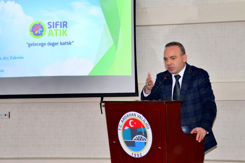 """Valimiz Hüseyin Öner ve eşi Zehra Mine Öner Hanımefendinin katılımı ile """"Sıfır Atık Projesi"""" bilgilendirme toplantısı düzenlendi"""