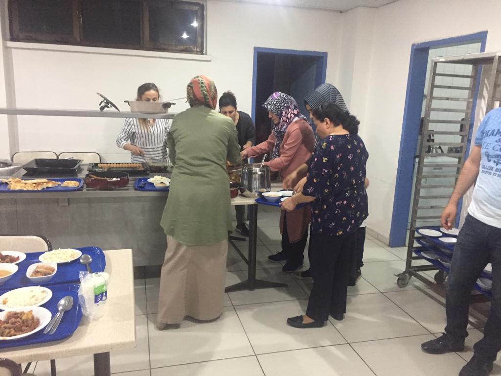 Kurumumuz yemekhanesinde İl Müdürümüz Sayın Mehmet Taha AL, Lojman'da oturan personel ve aileleri arasında iftar yemeği düzenlendi.