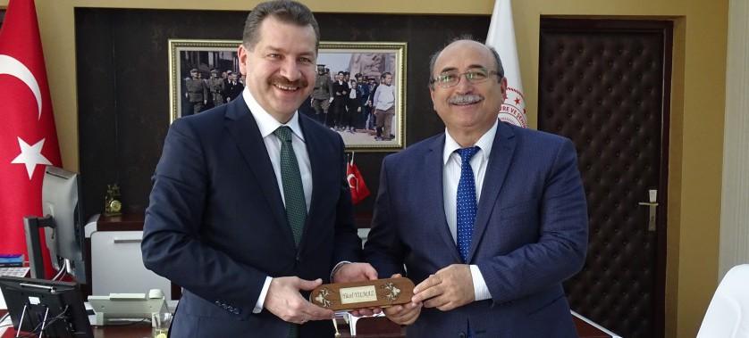 Balıkesir Büyükşehir Belediye Başkanı Yücel YILMAZ Müdürümüz Sadullah ÖZEL'İ Makamında Ziyaret Etti