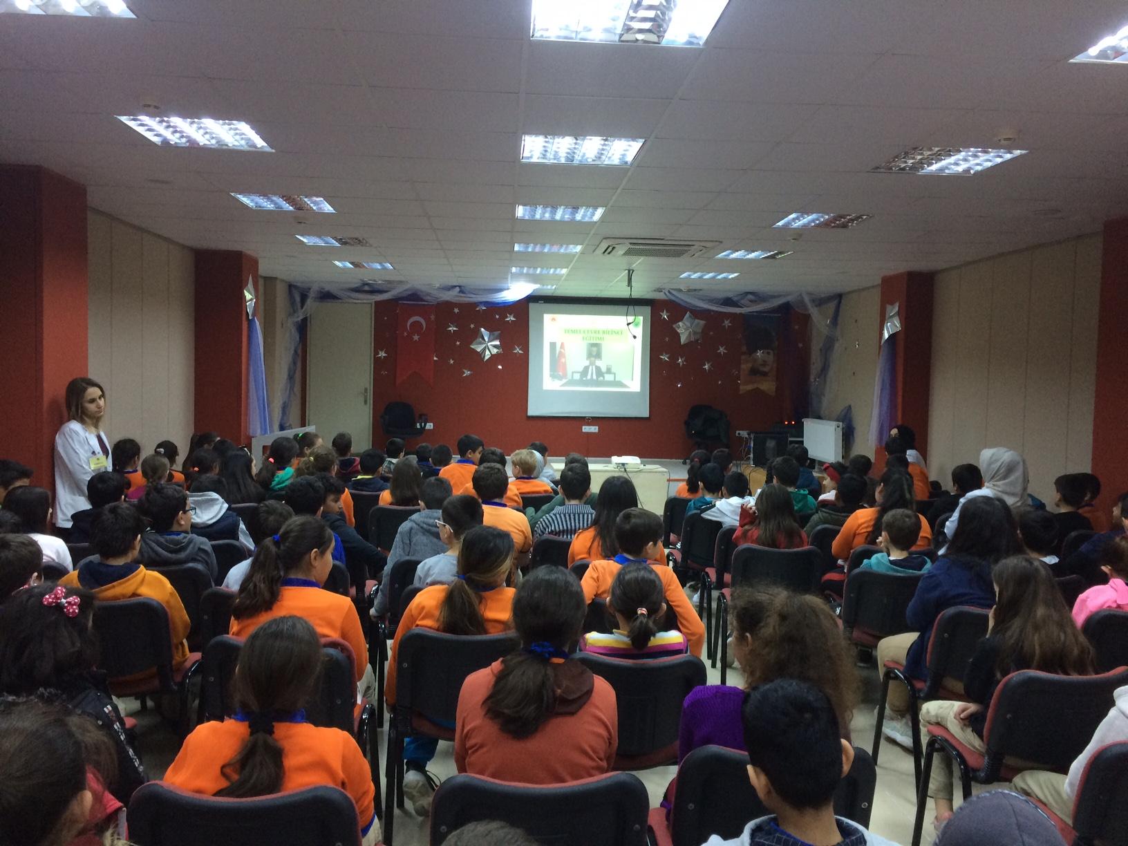 Ertuğrulgazi Ortaokulu'nda Sıfır Atık Konulu Eğitim Verildi