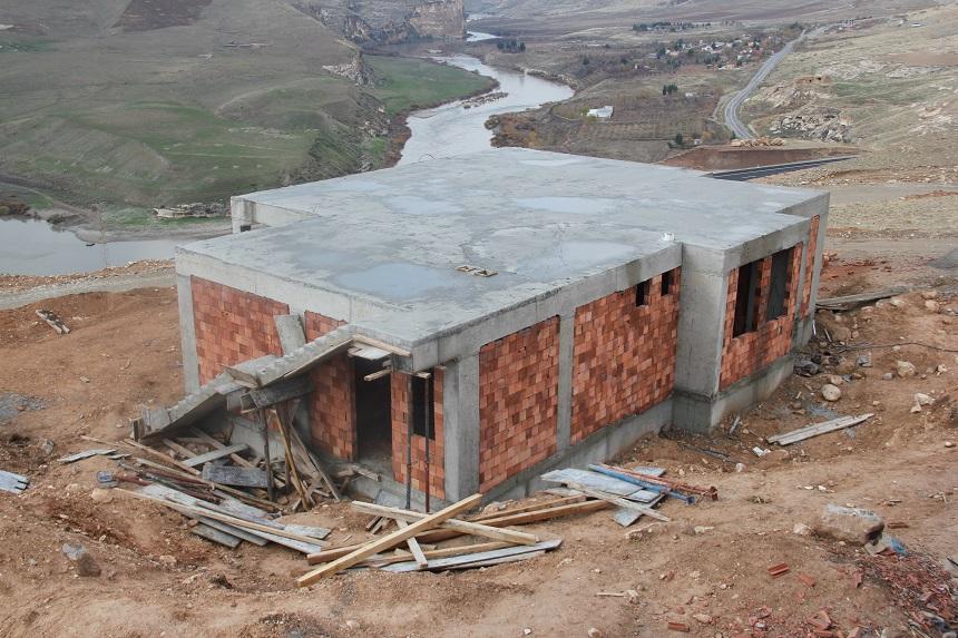 Ilısu Barajından Etkilenen Hasankeyfin Suçeken Köyü Yeni Yerleşim Yerinde Yapılan Evlerin İnşaatı Hızla…
