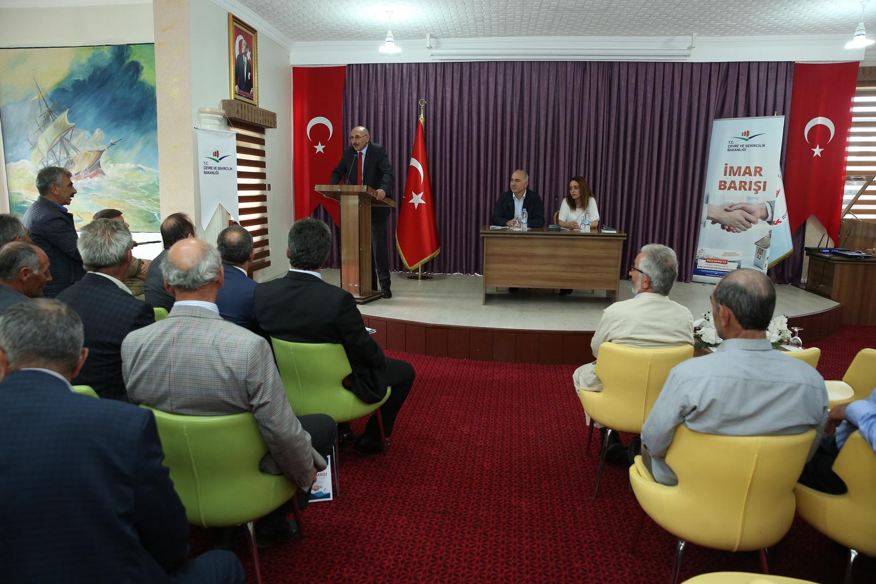 İmar Barışı kapsamında köy ve mahalle muhtarlarına yönelik bilgilendirme toplantısı yapıldı.
