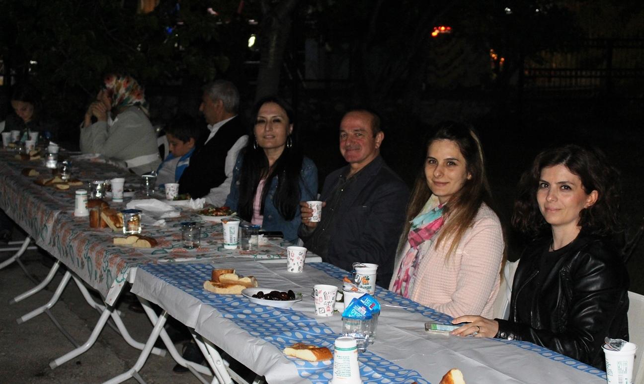 Sevgi, paylaşma ve bereket ayı Ramazanda Müdürlüğümüz çalışanları ile İftar yemeğinde buluştuk.