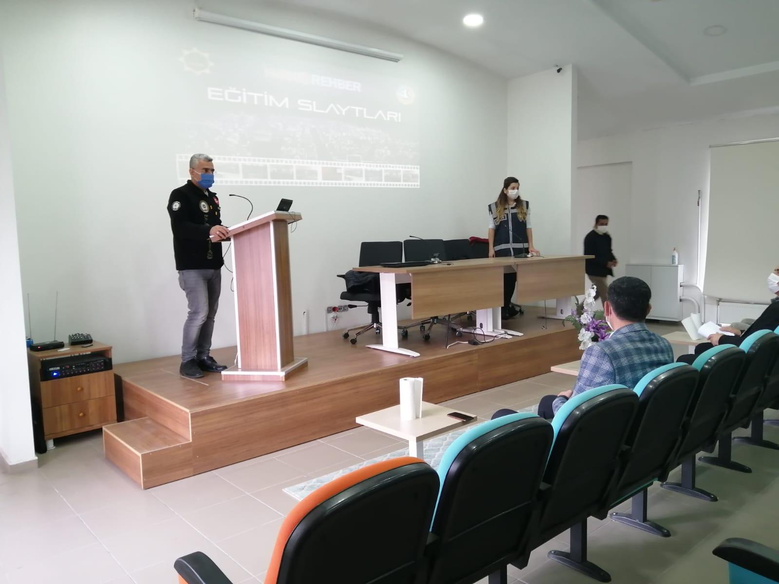 Madde kullanımı ve bağımlılıkta ailenin önemi konulu seminer düzenlendi.
