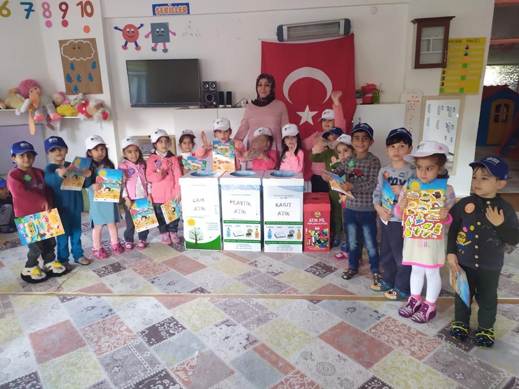 Sıfır Atık Projesi kapsamında, Ahlat Ergezen Anaokulu öğrencilerine geri dönüşüm hakkında bilgilendirme yapıldı.