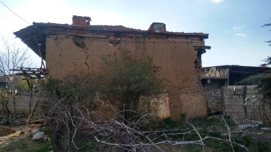 20.03.2019 tarihinde Denizli ili Acıpayam ilçesinde meydana gelen 5.5 büyüklüğündeki deprem ile ilgili Müdürlüğümüz teknik elemanlarınca hasar tespit çalışmalarına devam edilmektedir.