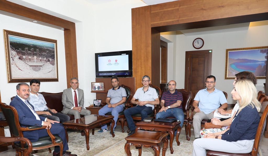 Antalya Tabiat Varlıklarını Koruma Kurulu Komisyonu Başkanı İsmail ADEMOĞLU, Komisyon Üyeleri ve İl Müdürümüz Murat ALACATLI Sayın Valimiz Hasan ŞILDAK' a ziyarette bulundu.