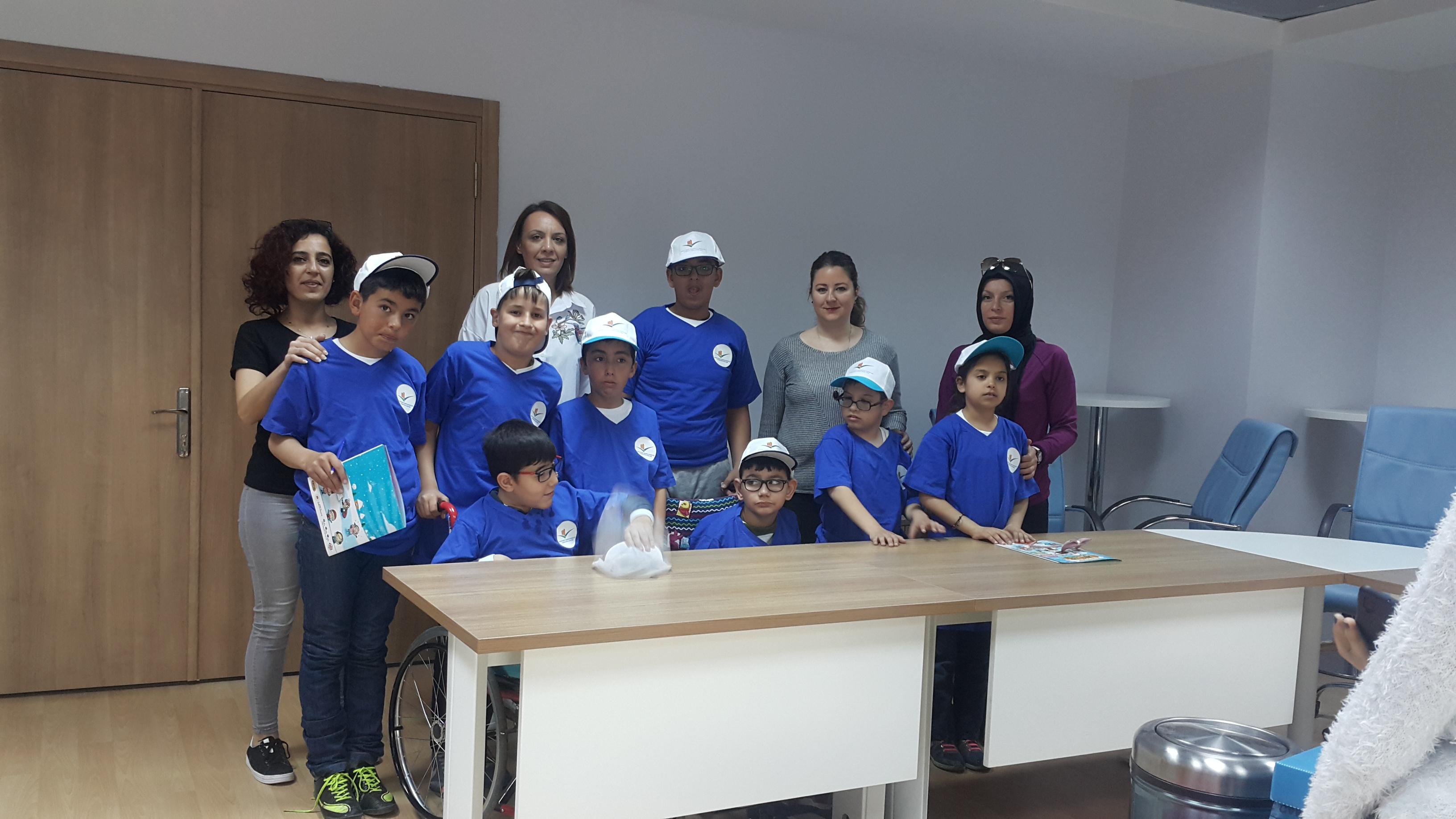 Burdur Özürlüler Derneği Özel Eğitim İlkokulu öğrencileri sıfır atık projesi kapsamında İl Müdürlüğümüzü ziyarette bulundular