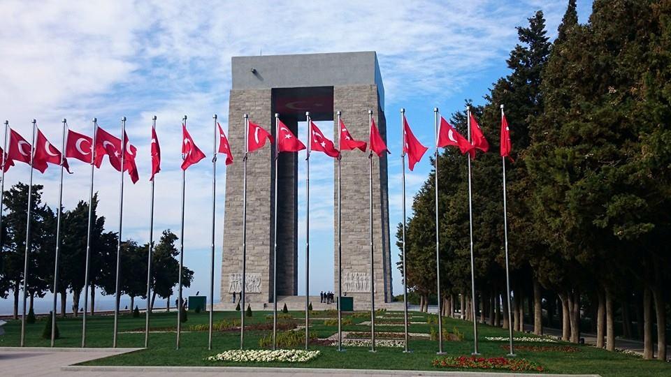 19 Mayıs, Türk Milleti'nin bağımsızlık ve özgürlük umutlarının inanca dönüştüğü, kurtuluş ateşinin yakıldığı ve aydınlık bir geleceğe olan inancın kuvvetlendiği günün adıdır. 19 Mayıs Atatürk'ü Anma Gençlik ve Spor Bayramınız kutlu olsun. Ömer BOLAT