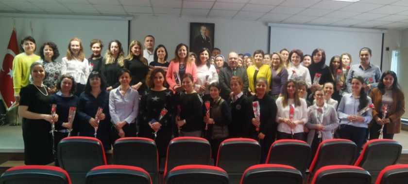 İl Müdürümüz Ömer BOLAT Müdürlüğümüz de çalışan kadın personellerin 8 Mart Dünya Kadınlar Gününü kutladı.