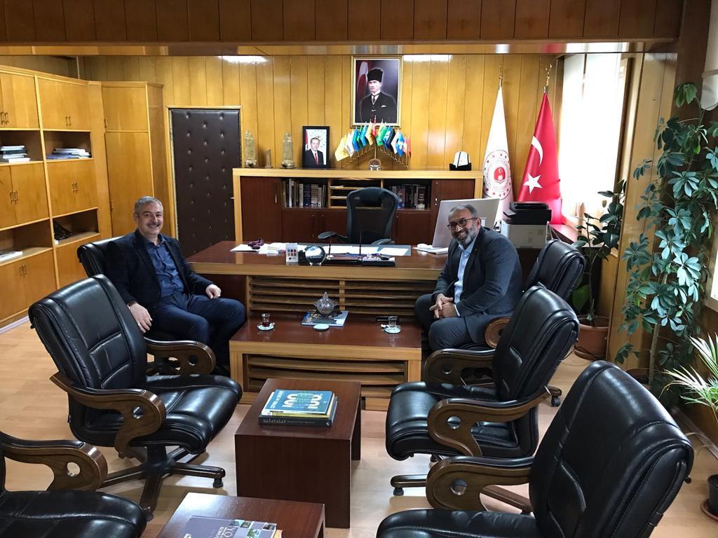Tokat Çevre ve Şehircilik İl Müdürü Sayın Ali YILMAZ, İl Müdürümüz Sayın Suat ATMACA' yı Makamında Ziyaret Etti.