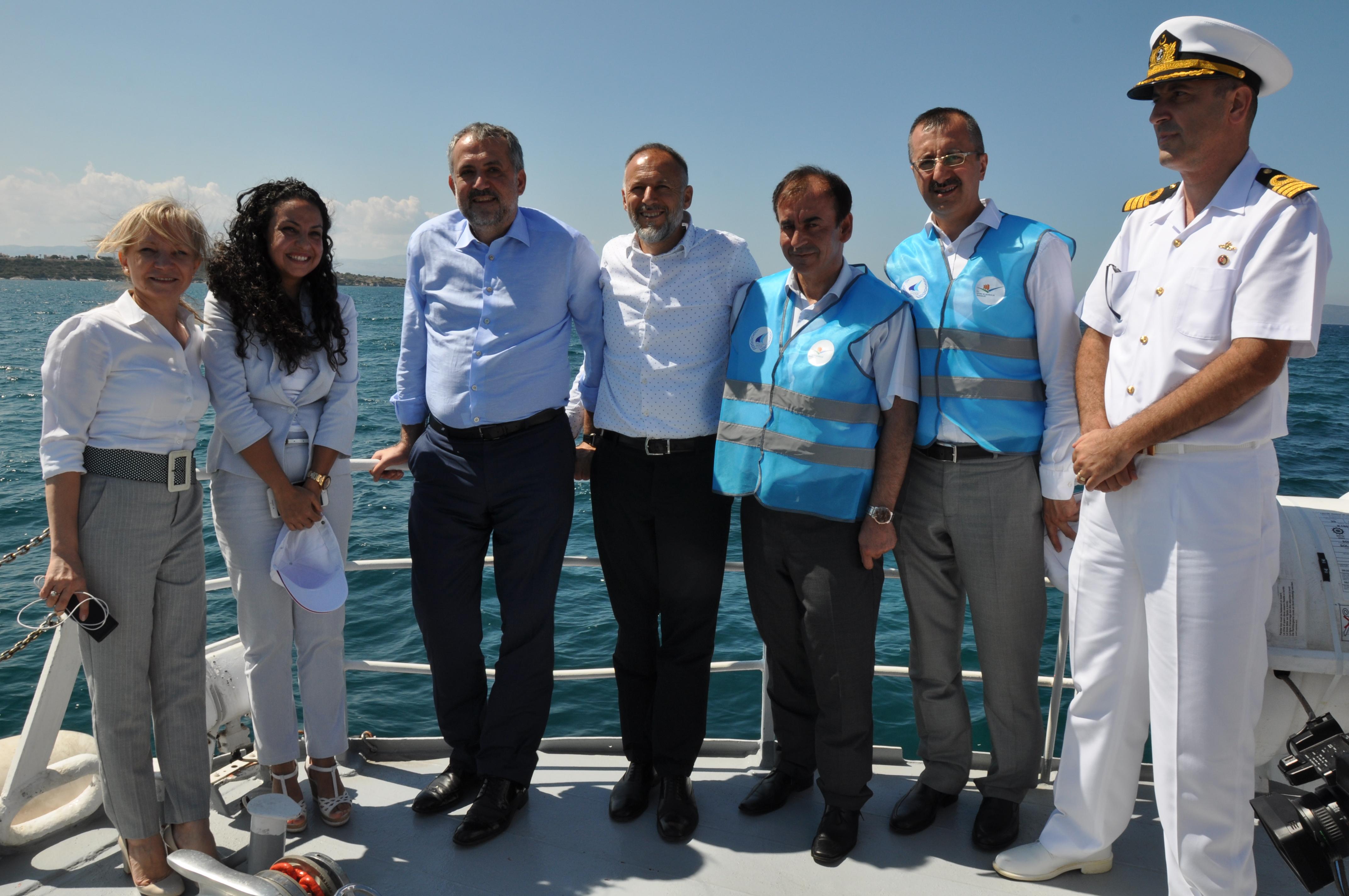 Bakan Yardımcımız Sn. Prof. Dr. Mehmet Emin BİRPINAR, teknelerden atık alımına ilişkin geliştirilmiş olan 'Mavi Kart Sistemi'ni Çeşme'de denetledi.