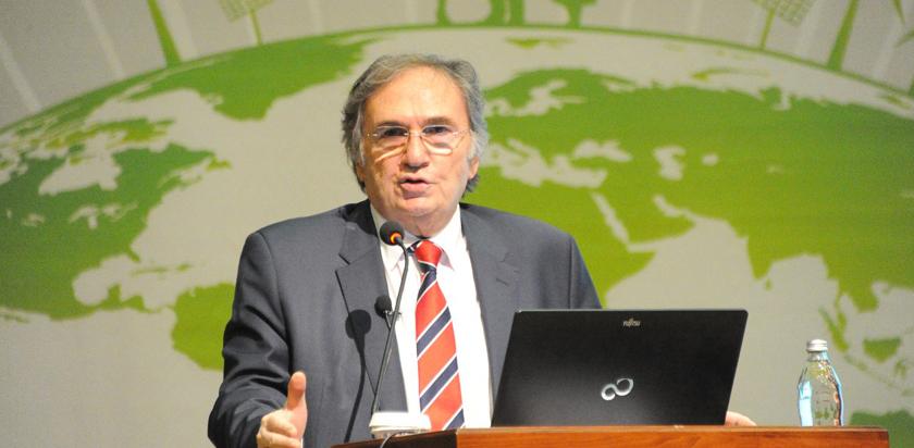 Çevre ve Şehir Konferansları bitkisel tedavileriyle dünya çapında tanınan Türk kimya profesörü Prof. Dr. İbrahim SARAÇOĞLU'nu konuk ettik