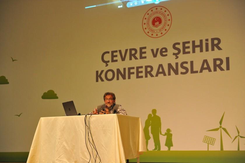 Çevre ve Şehir Konferansları Coşkun Aral ile devam ediyor.