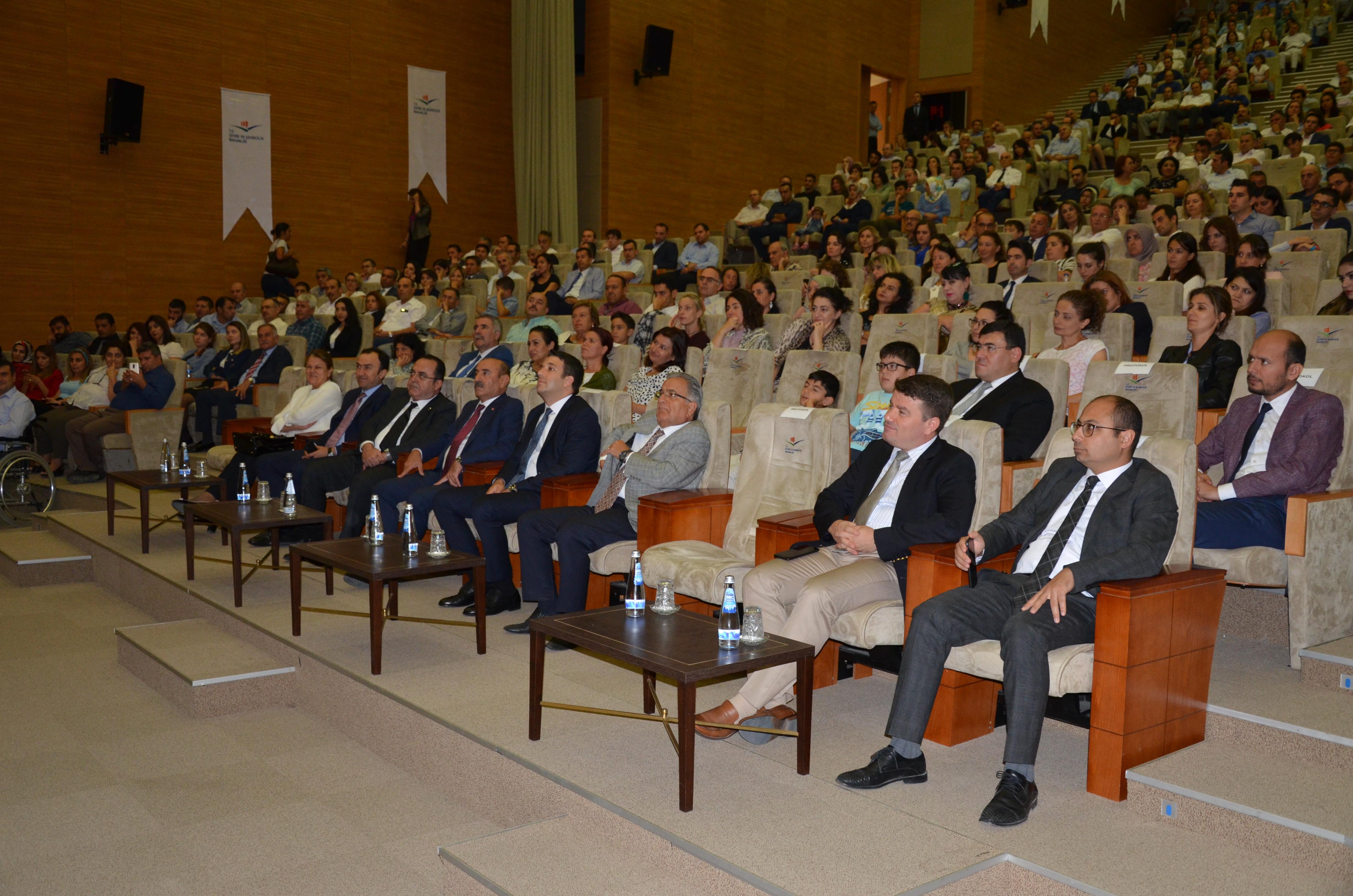 Çevre ve Şehircilik Konferansları Serdar KILIÇ ile başladı.