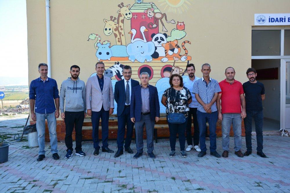 4 Ekim Hayvanları Koruma Günü Nedeniyle Mustafa Pirinçci, Elazığ Belediyesine Ait Hayvan Barınağı'nı Ziyaret Etti.