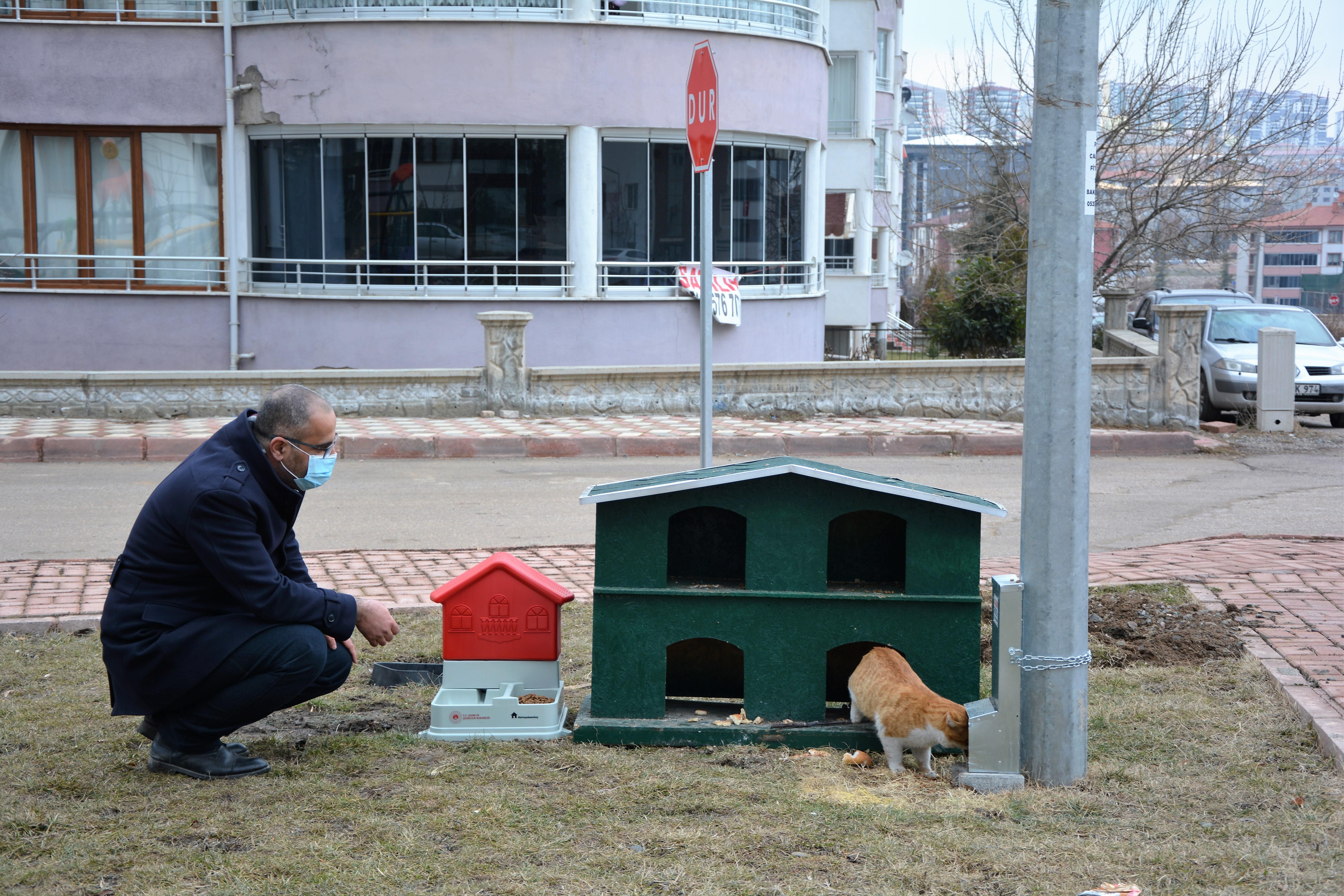 İlimizdeki Muhtelif Parklara Sokak Hayvanları için Mama ve Su Kapları Bırakıldı.