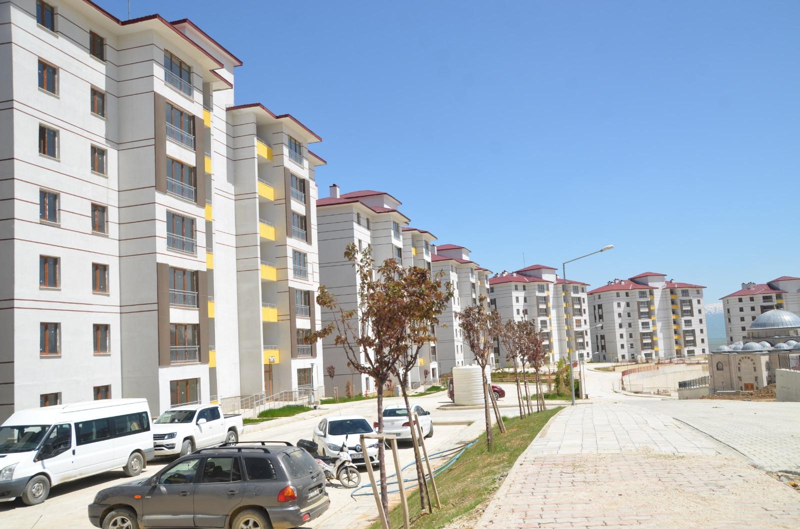 Yüksekova'da yapımı tamamlanan 1.Bölge !.Etap konutlar için anahtar teslimi yapıldı.