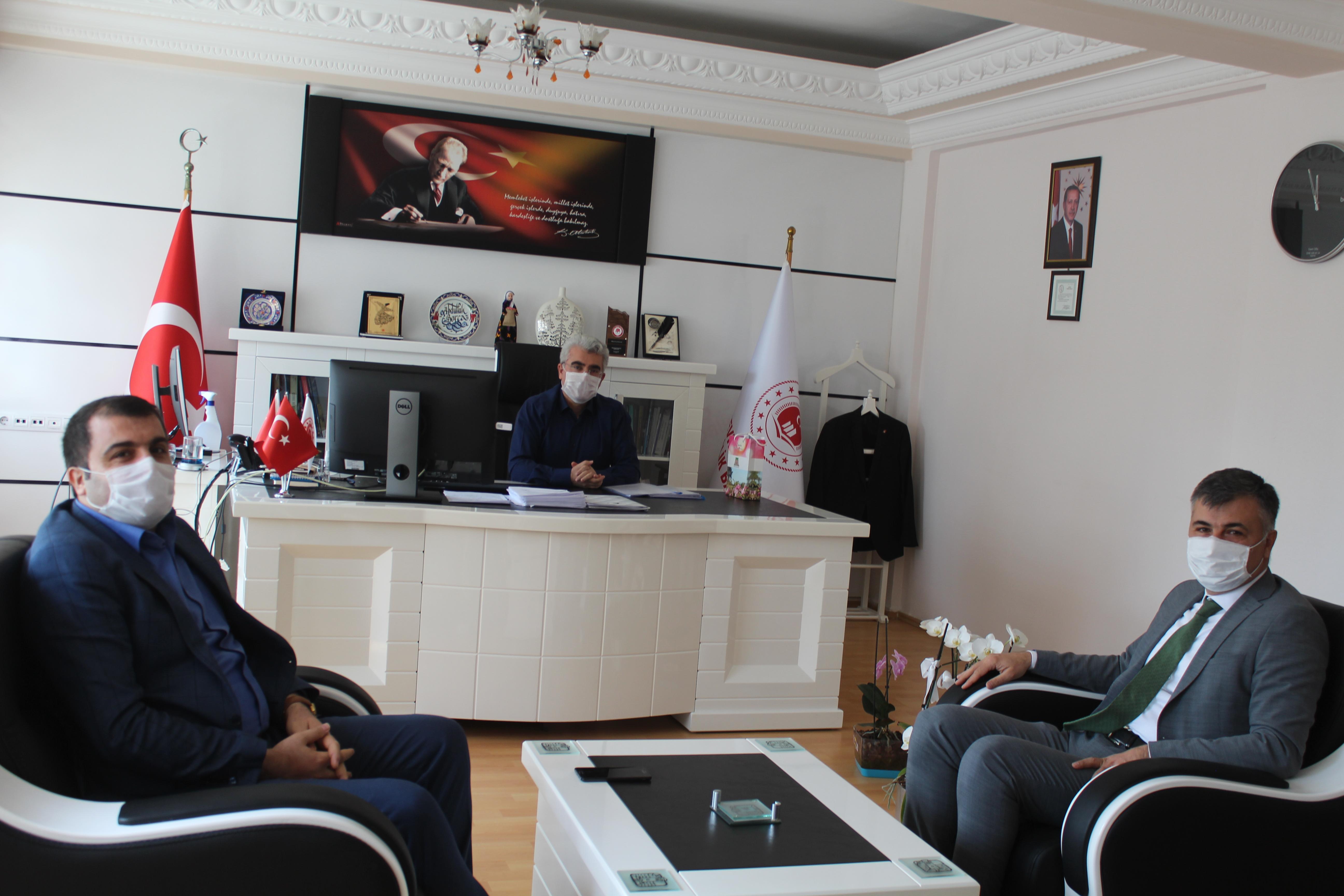 Belediye Başkan Yardımcımız Hakkı KAYA ve Beraberindeki Heyet ile Birlikte İl Müdürümüz Abdullah BORCA'yı Ziyaret Ettiler.