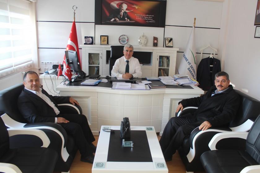 SDÜ Mimarlık Fakültesi Dekanı Prof.Dr. Ali TÜRK ve SDÜ Mühendislik Fakültesi Atık Yönetim Ana Bilim Dalı Başkanı Prof.Dr. İsmail TOSUNİl Müdürü Abdullah BORCA'yı makamında ziyaret etti.