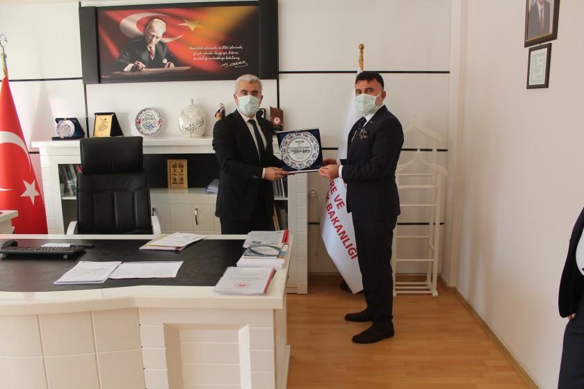 MÜSİAD Isparta Şube Başkanı ve Yardımcıları İl Müdürümüz Abdullah BORCA'yı Makamında ziyaret ettiler.