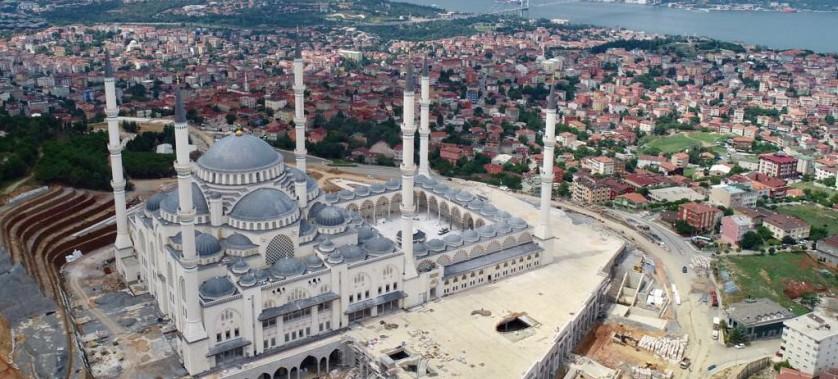 Çevre ve Şehircilik Bakanımız Sn. Murat KURUM, Çamlıca Camii'ne Ziyarette Bulundu