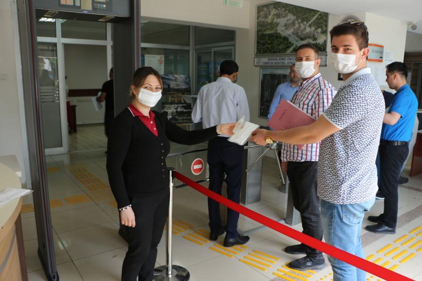 5 Haziran Dünya Çevre Günü kapsamında personelimize ve misafirlerimize maske ve kolonya dağıtımı yapıldı.
