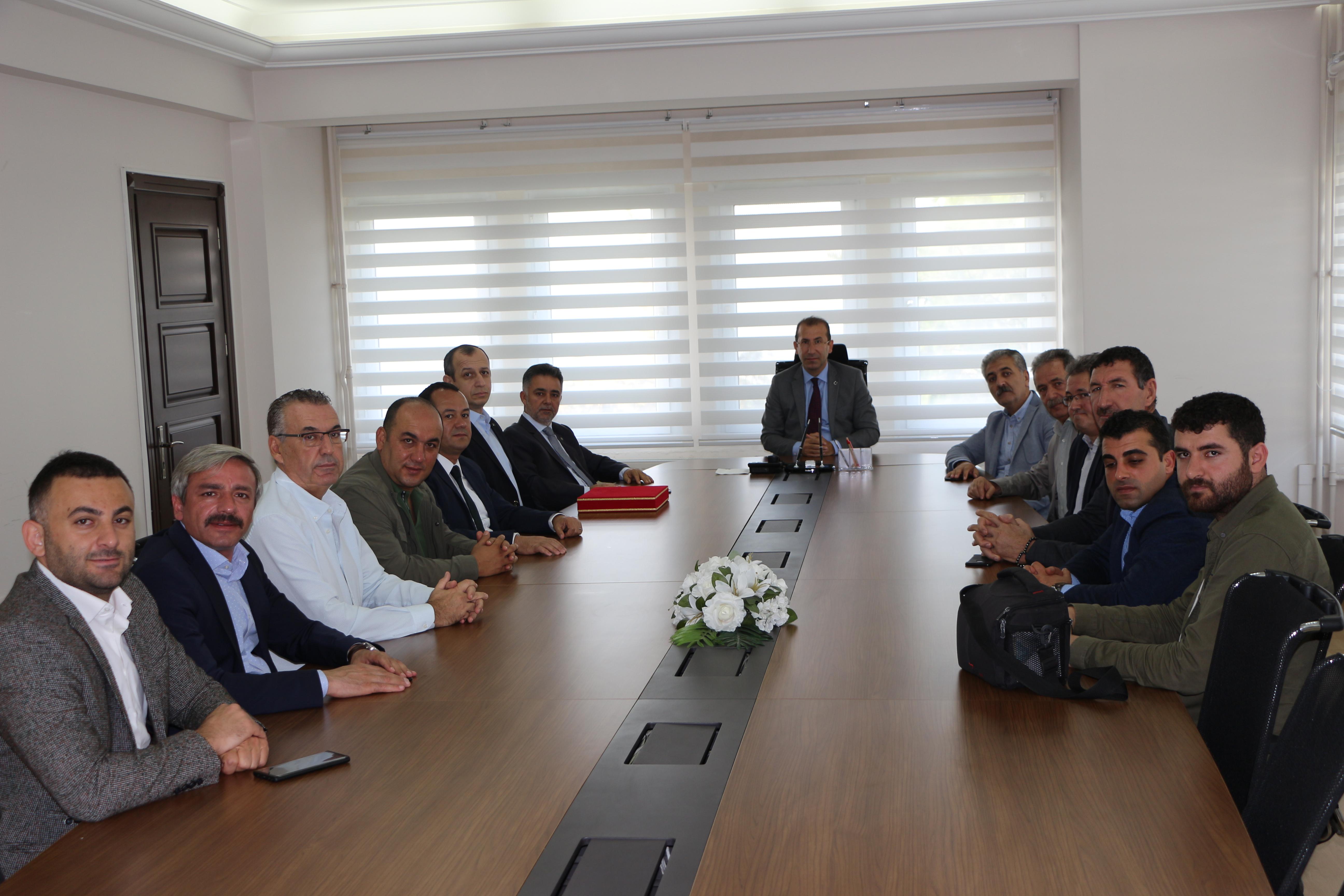 Müteahhitler Birliği ve İzmir Ticaret Odasına bağlı sektör temsilcileri ile fikir alışverişi..
