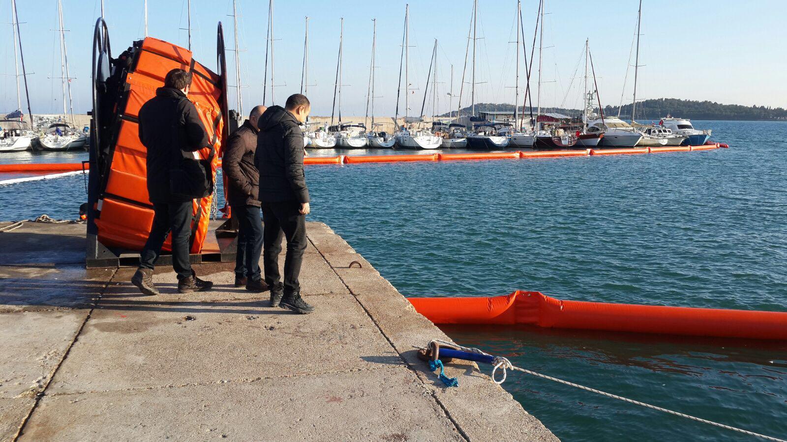 Urla Balıkçı Barınağı Deniz Kirliliği