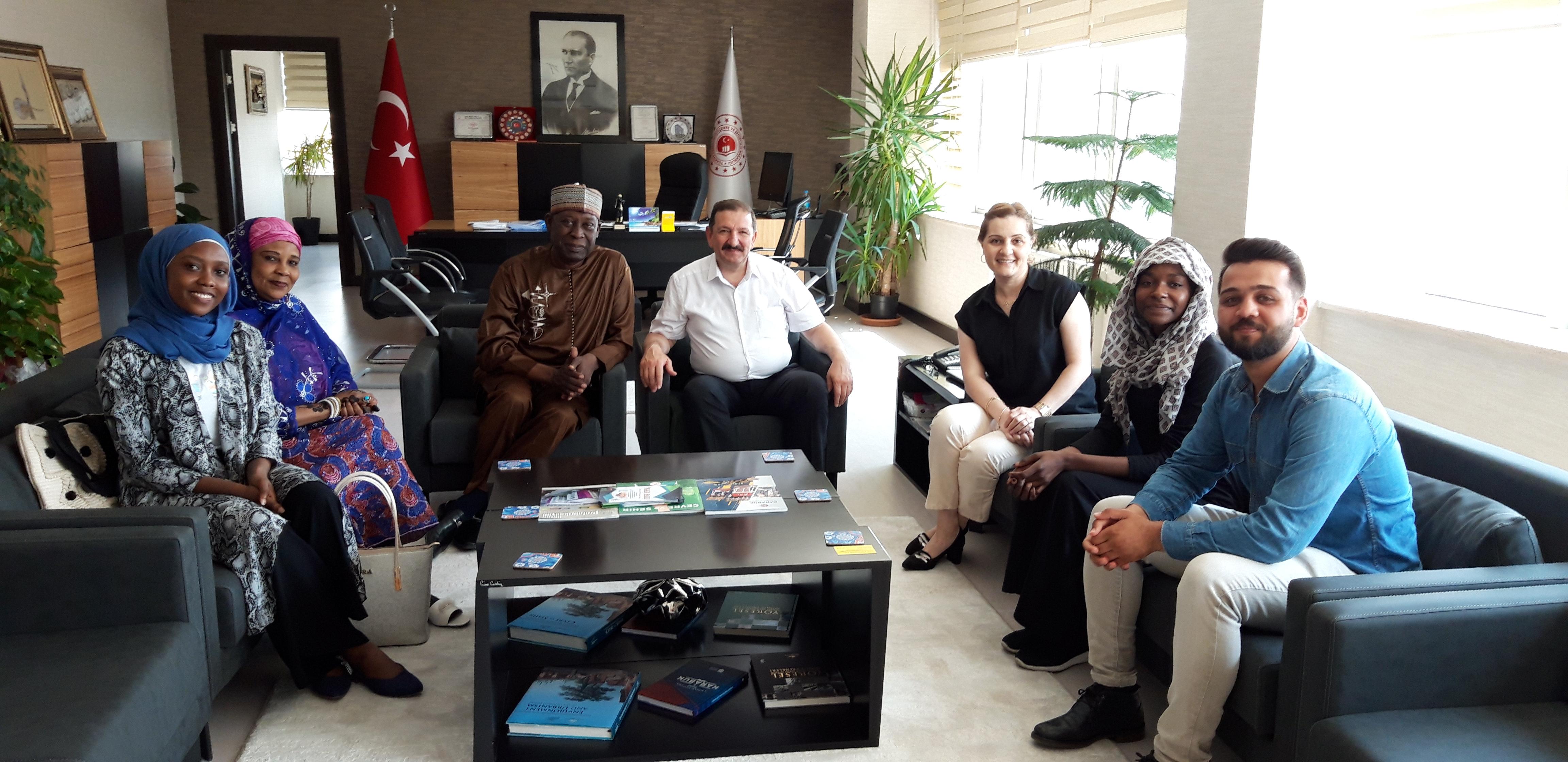 Çad Çevre Bakanı Dr. Ahmat Mbodou MAHAMAT ailesi ile birlikte Müdürlüğümüzü ziyaret etti