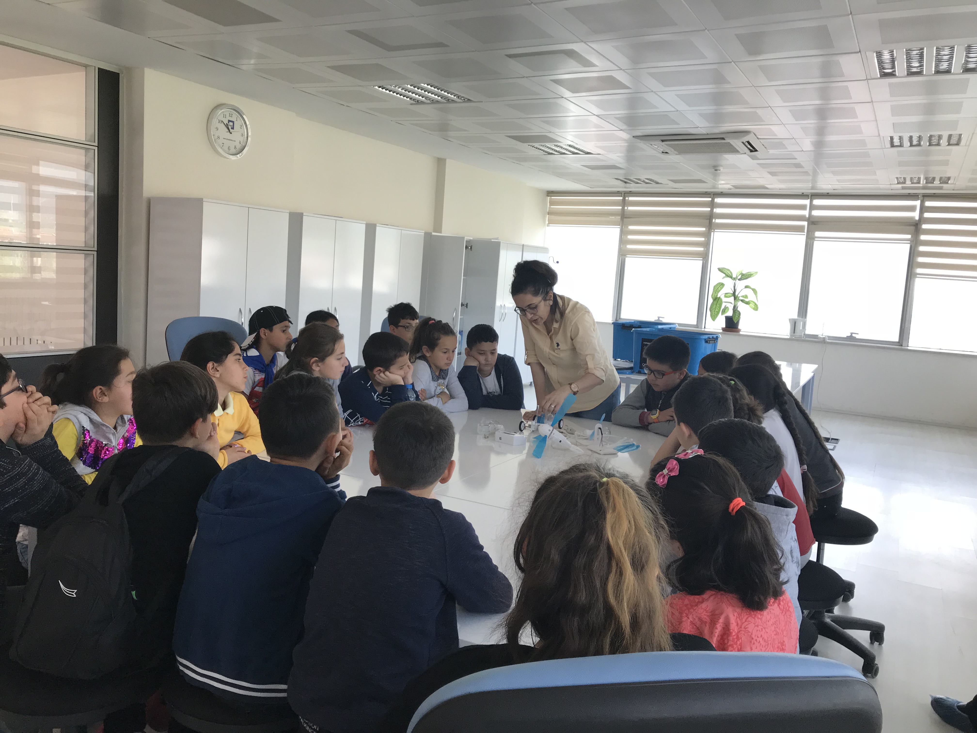 """""""Lider Tarım Çocuk Kampı"""" programı kapsamında İl Tarım ve Orman Müdürlüğü yetkilileri, Mehmet Akif İlkokulu…"""