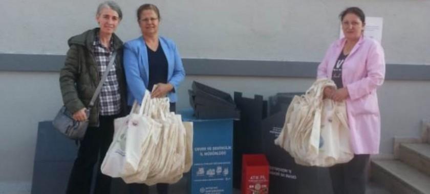 Kırklareli Gençlik ve Spor İl Müdürlüğü, Kredi ve Yurtlar Kurumu Evlad-ı Fatihan Kız Öğrenci Yurduna 21/10/2019 tarihinde,  geri dönüşüm bilincinin oluşturulması amacıyla geri dönüşüm kutuları ile bez torba ve file teslimi yapılmıştır